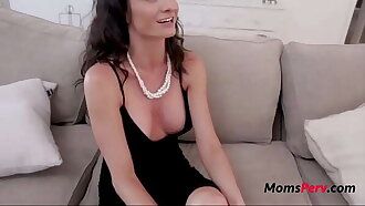 Son Caught Mom Cheating And Fucked Her- Silvia Saige